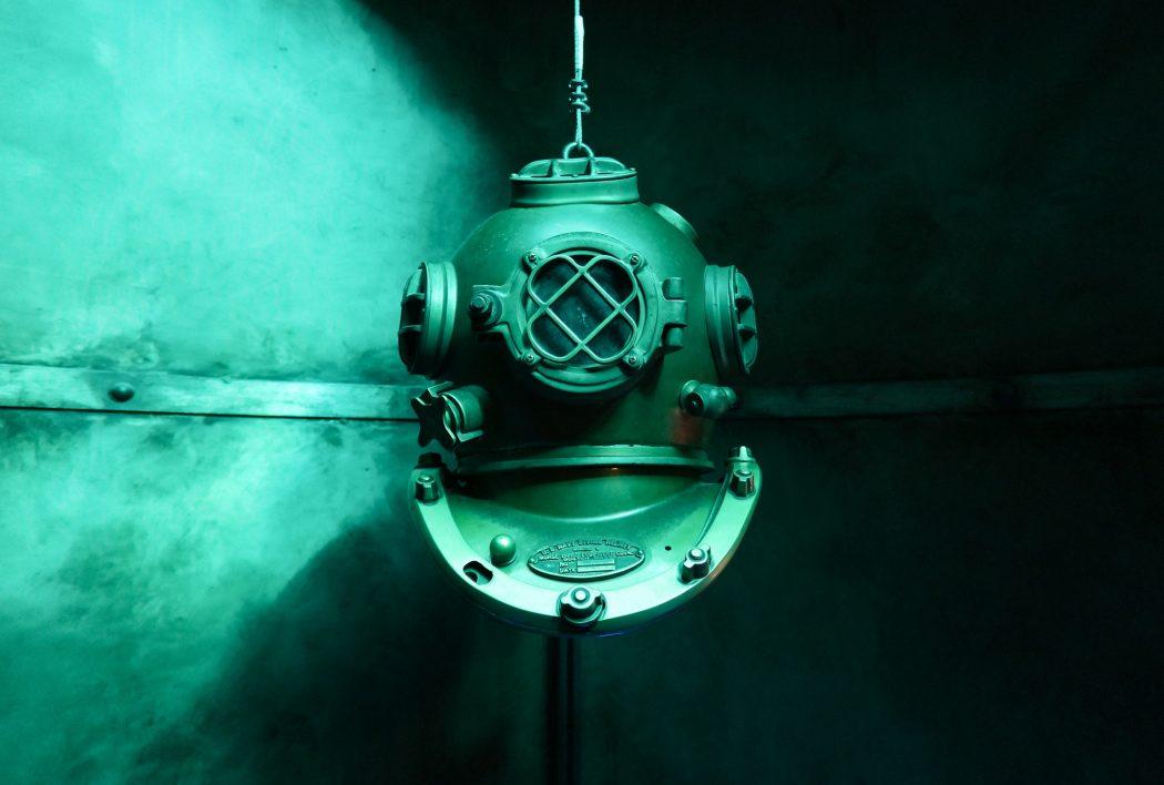 helm-diving-old-underwater